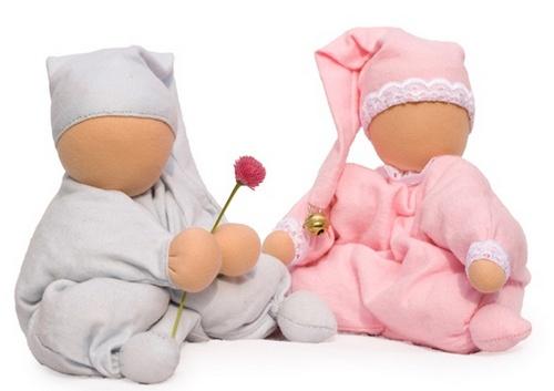 Как научить играть ребенка с куклами
