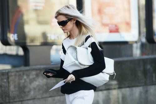 Тест для девушек: как вы носите сумку