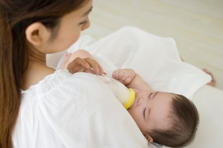 Как ввести в рацион ребенка новую молочную смесь
