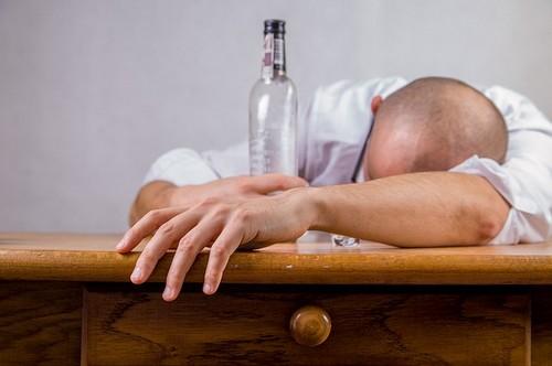С чего начать лечение, если вы зависимы от алкоголя